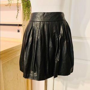 💥 Black Faux Leather Skirt with Zipper Closure